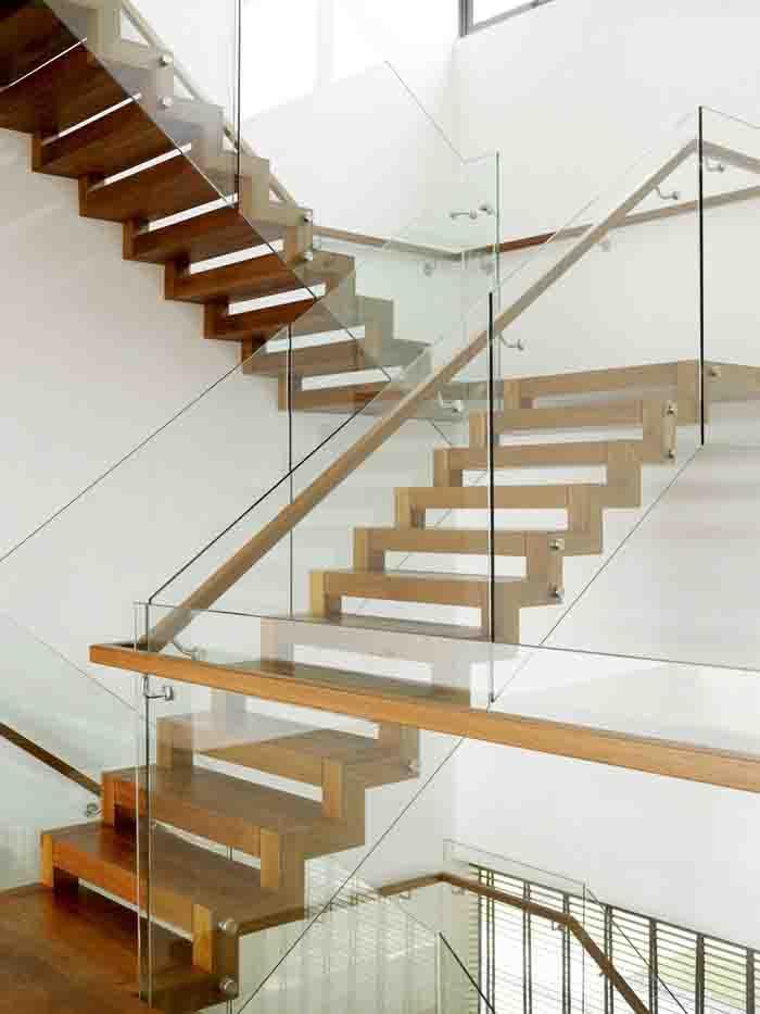 Lan can kính cầu thang được cấu tạo như thế nào