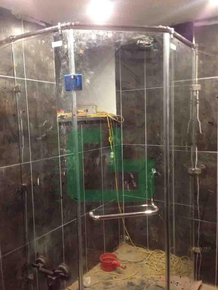 vách tắm kính tại Sóc Sơn