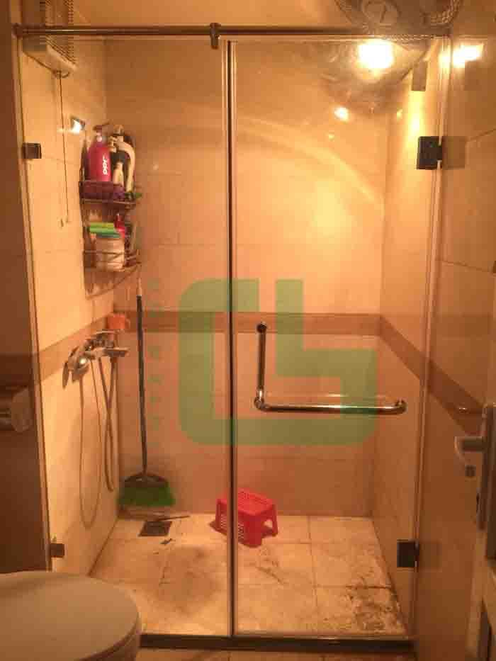 phòng tắm kính tại Ba Đình