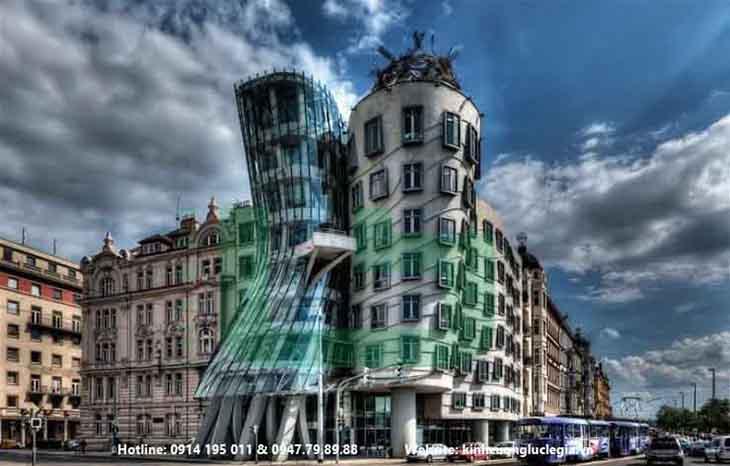 Tòa nhà kính cường dựng mặt dựng