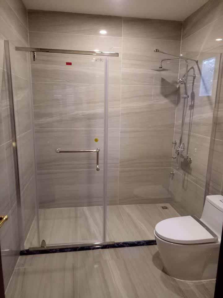 Những điều cần biết khi sử dụng vách kính phòng tắm an toàn