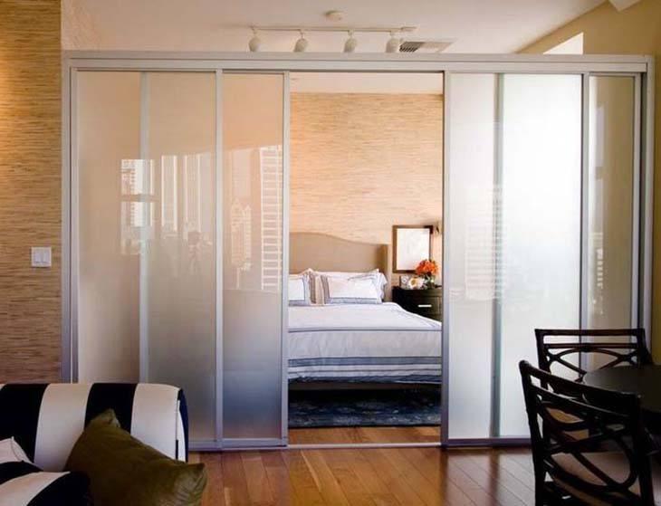 Mẫu vách ngăn phòng ngủ bằng kính cường lực
