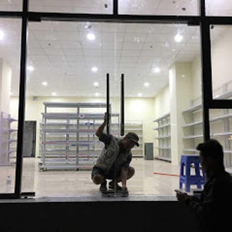 cửa kính cường lực tại Điện Biên