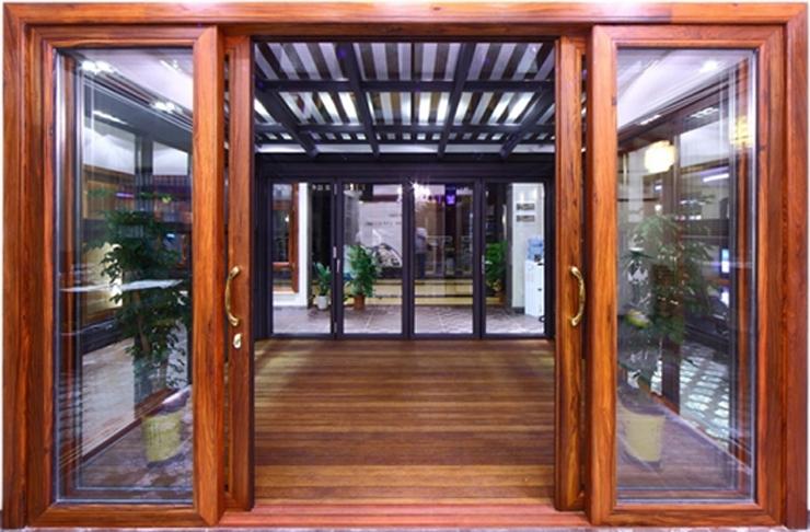 cửa kính cường lực khung gỗ đẹp 2