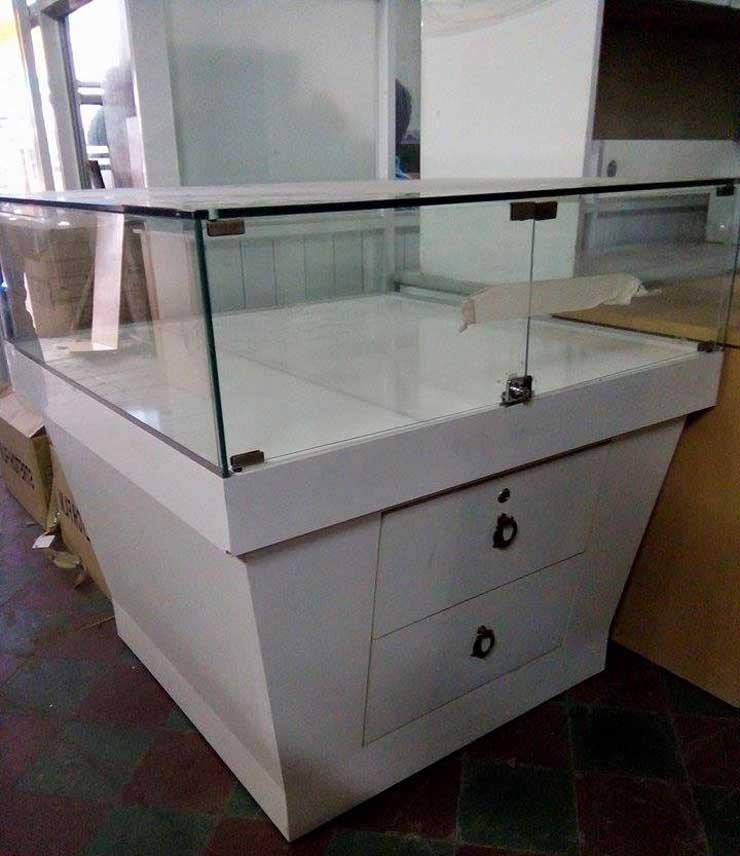 tủ kính trưng bày 7