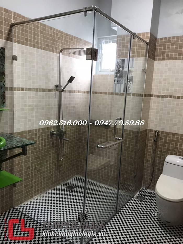 Phòng tắm kính tại quận Phú Nhuận