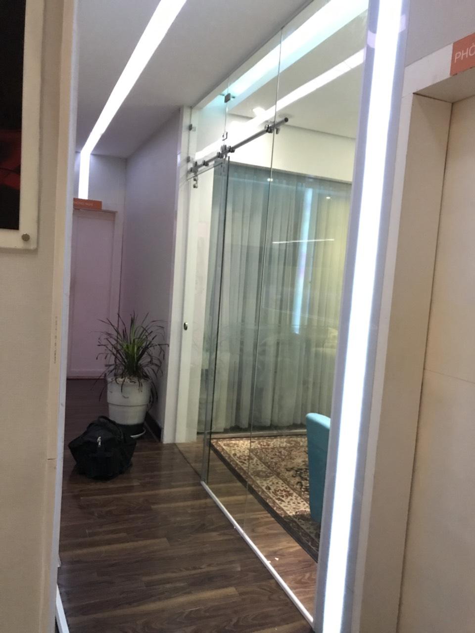 cửa kính cường lực tại Thái Bình 1